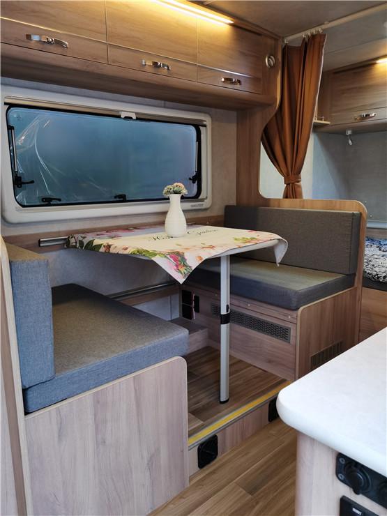 爱旅420拖挂房车上市 两种布局可睡三四人